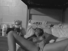 Teen Masturbates In Her Dorm Room