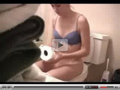 Masturbating on Toilet Homemade