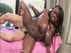 Big Tit Ebony Babe Gives Blowjob