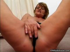 Horny mature wife with a wet pussy loves part6