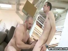 Muscular stud uses his hands and mouth on a dick