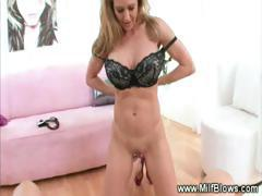 A Very horny mommy giving head