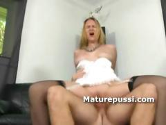 Older sexy blonde fucks younger guy with a dick ride on the couch