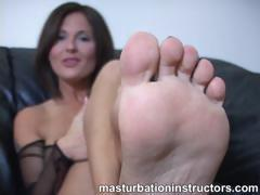 Jerk off instructor shows off her feet for teasing cocks