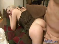 Katie pussy gets plugged
