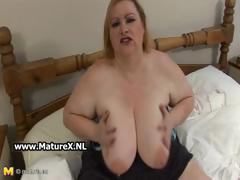 Old BBW blonde loves to show of her huge part2