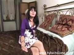 Cutie Italian housewife gets naked, touches her twat and turns her attention to a cock