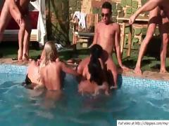 Group sex with white girls and ebony chick outdoors