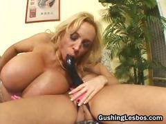Mature lesbo slut gets fucked with dildo part2