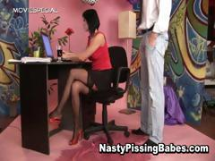 Slut in stockings gets pissed in her part6